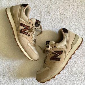New Balance 696 Sneakers - Beige & Metallic